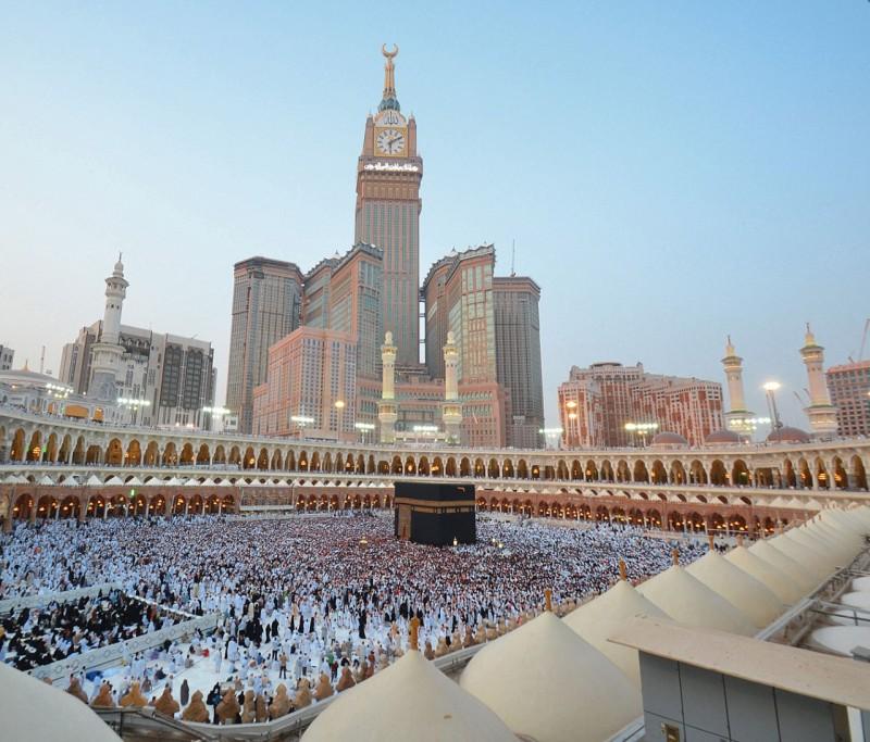 Saudi Arabia suspends entry for Umrah pilgrims over coronavirus
