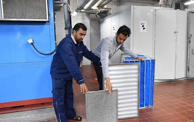 The Presidency for the Affairs of the Two Holy Mosques is carrying out cleaning of the air conditioning inside the Grand Mosque in Makkah nine times a day, and sterilizes it with ultraviolet radiation before it is sent to the relevant areas of the holy mosque through special air conditioning equipment. — SPA