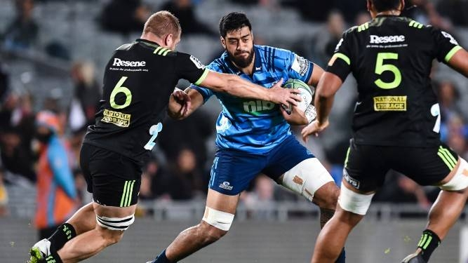 Hurricanes' Lomax in hot water after red card against Blues