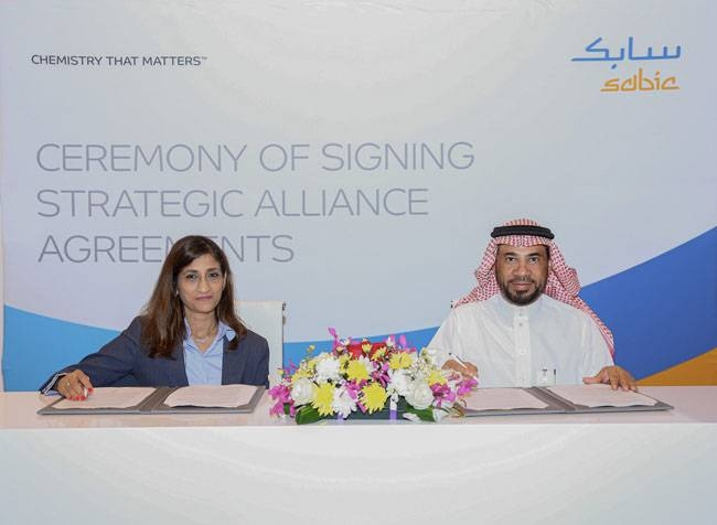 Abdullah Al-Garni, SABIC GPS general manager, and Vidya Ramnath, president of Emerson's Automation Solutions business in the Middle East and Africa. sign the deal.
