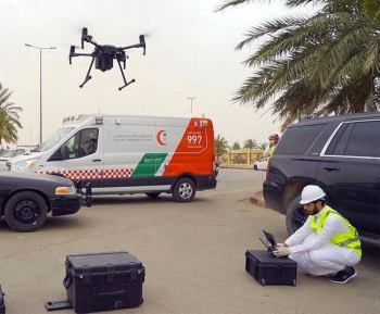 Al-Qassim Mayoralty is using a drone, fitted with modern thermal cameras and functioning according to artificial intelligence, to monitor the body temperatures of market-goers in Buraidah Livestock Market.