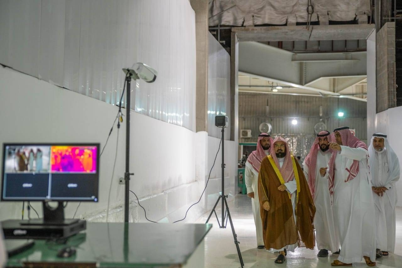 Sheikh Abdul Rahman Al-Sudais monitors the installation of thermal cameras in the Grand Mosque in Makkah, Tuesday. — SPA