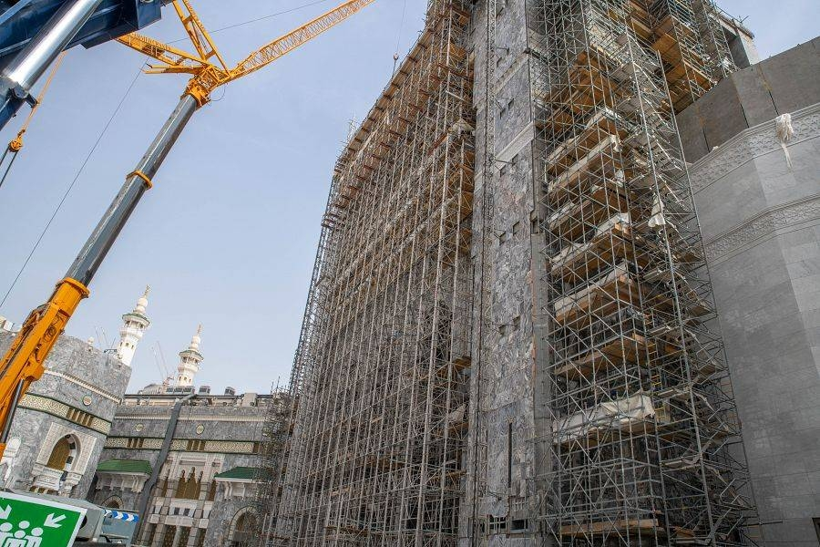 The agency said that the resumption of work includes the main gates, installation of artificial stone ceilings, completion of architectural arches overlooking the courtyard and other major works. — SPA photos