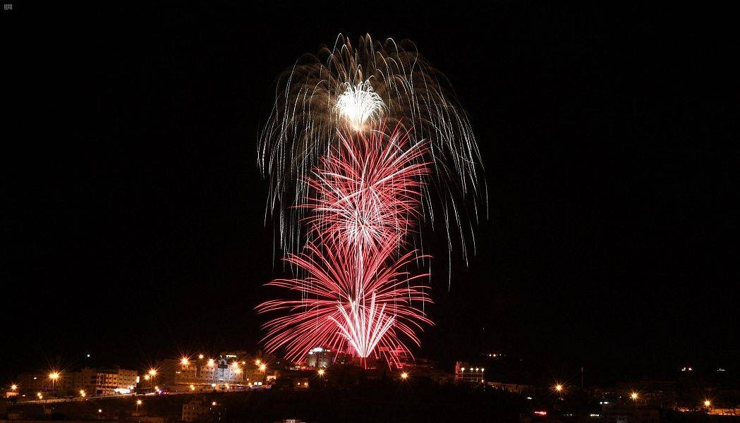 The decorations and fireworks display drew citizens and residents of the beautiful to their roofs and balconies, bringing joy across all segments of the community. — SPA photos