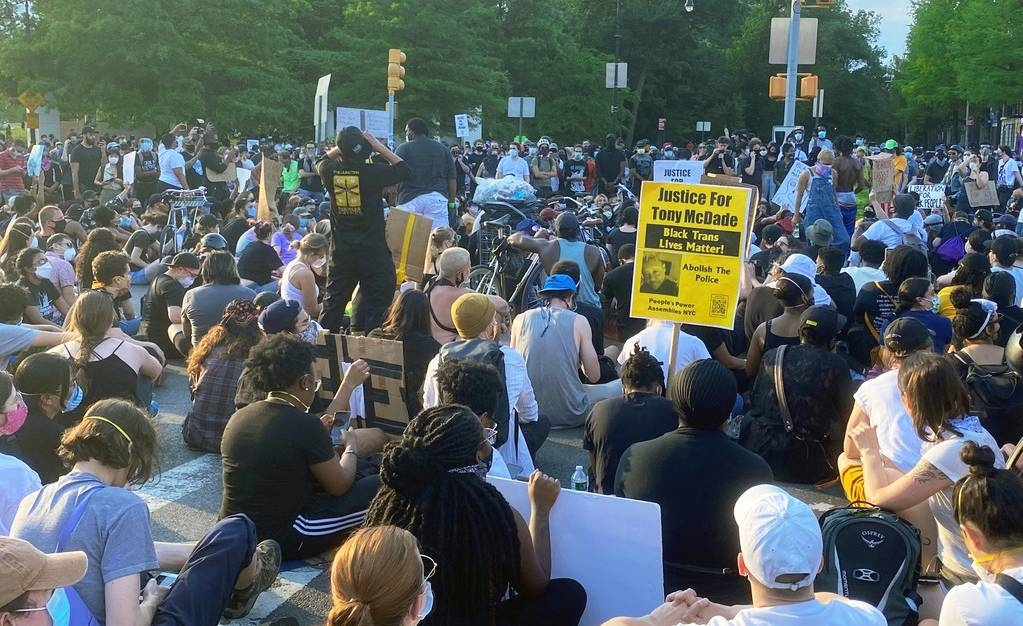 Protesters in Brooklyn, New York, peacefully demonstrate about racial injustice. — courtesy UN News/Shirin Yaseen