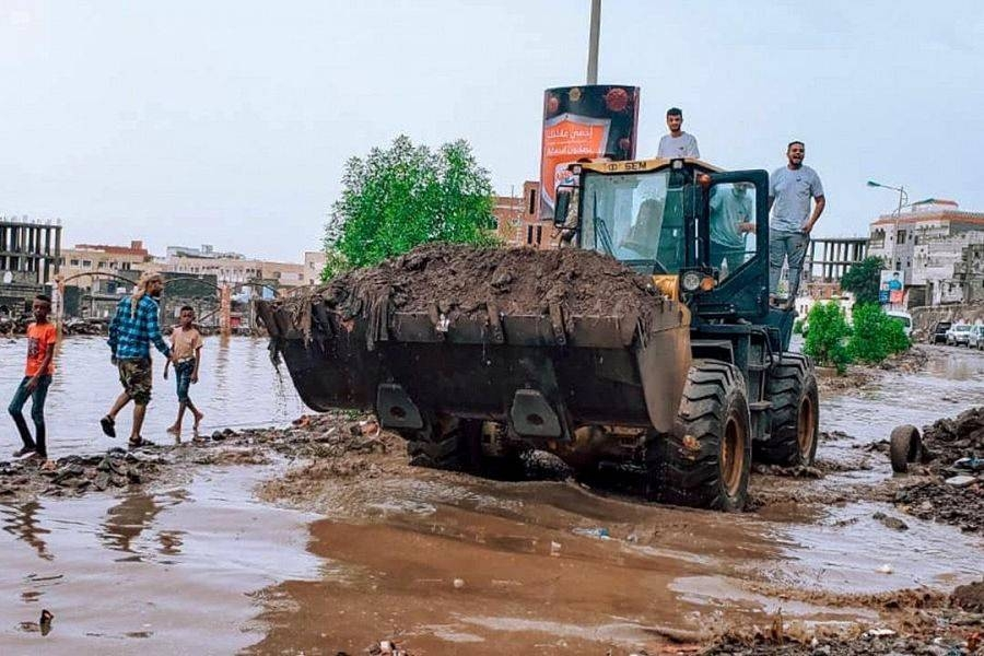 The work of the program also included the draining out rainwater from many places using the equipment and machinery of the program which included bulldozers, 5 trucks with a capacity of 12 tons, 4 trucks with a capacity of 3 tons, and 9 tanks to dispose water and a Bobcat. — SPA photos