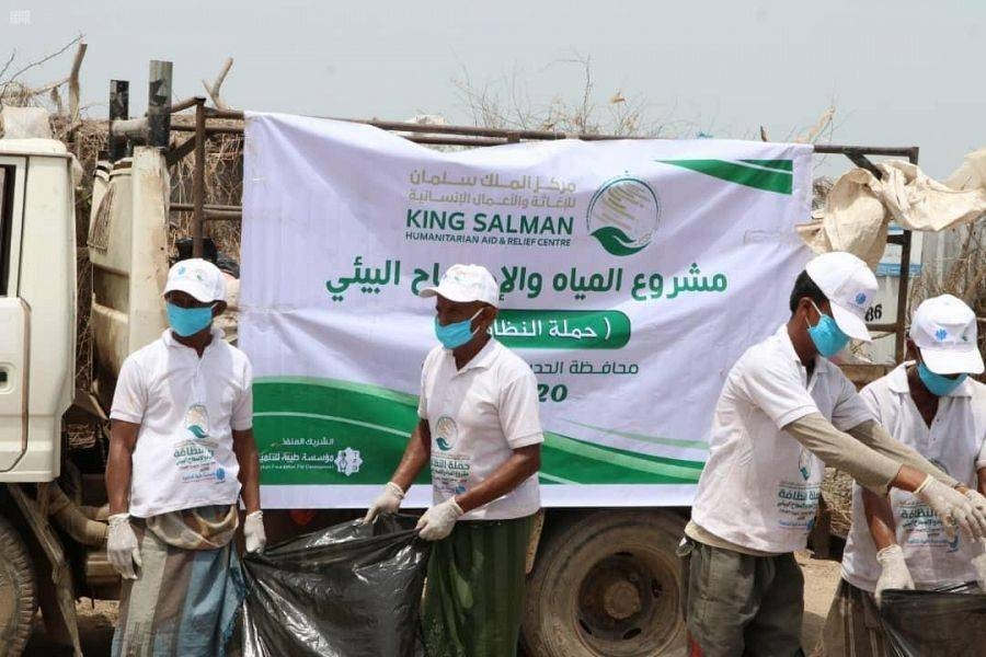 The King Salman Humanitarian Aid and Relief Center (KSrelief) continued on Monday the implementation of water and environmental sanitation projects to preserve the lives of families in the Khokha district of Hodeidah Governorate in Yemen. — SPA photos