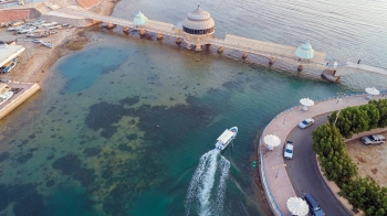 Saudi Arabia boasts of having 3,400 km long charming and serene coastlines along the Red Sea in the west and the Arabian Gulf in the east.