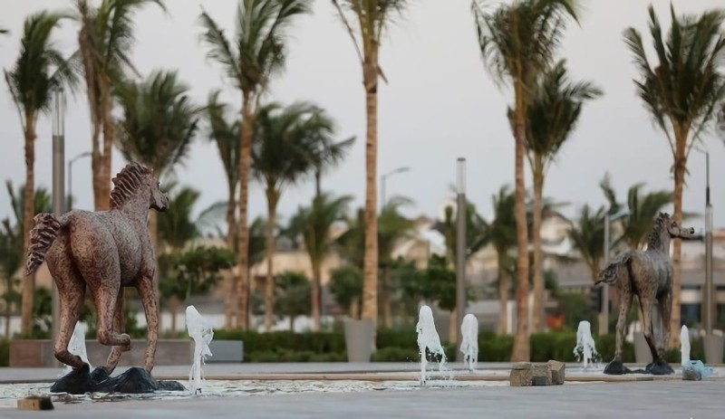 The icing on the cake of the favored leisure spot — the waterfront — is the first of its kind Interactive Fountain to the north of the Corniche, in addition to the longest pedestrian bridge in the Kingdom of 650 meter length. — SPA