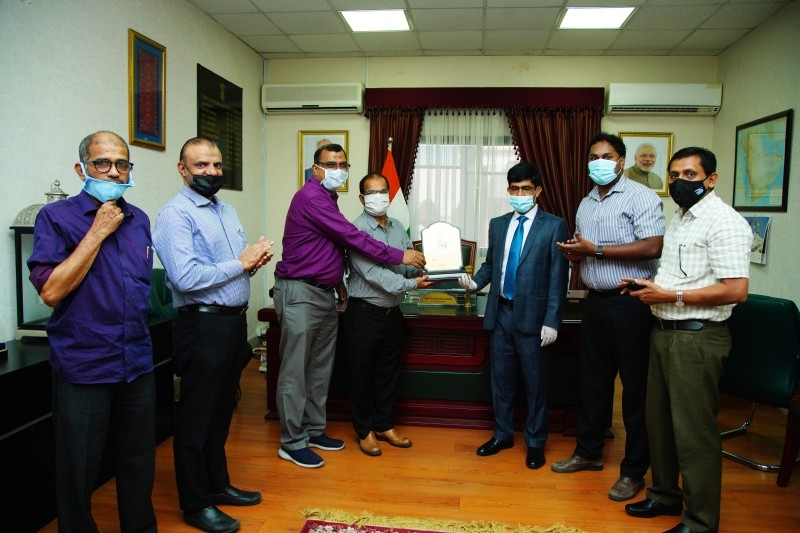 Indian Pilgrims' Welfare Forum officials presenting a replica of the Grand Mosque to outgoing Consul General Mohammed Noor Rahman Sheikh.