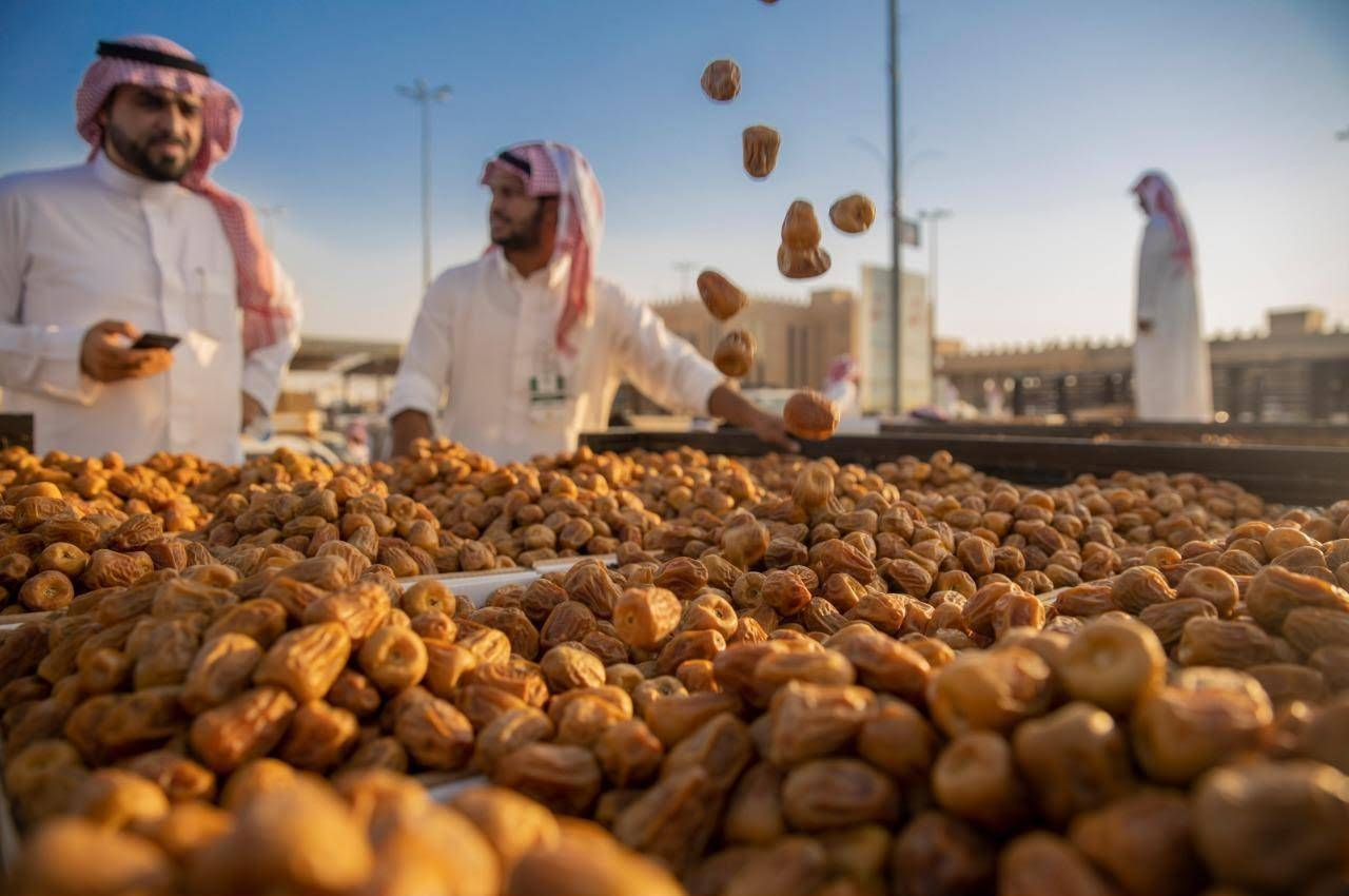 The Kingdom's various regions produce 1,539,755 tons of dates annually, while the volume of exports reached 184,000 tons at a value of SR860 million.