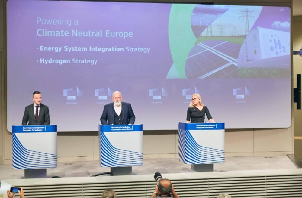 The European Union on Wednesday presented two energy strategies at giving the EU the lead globally in the energy sector.