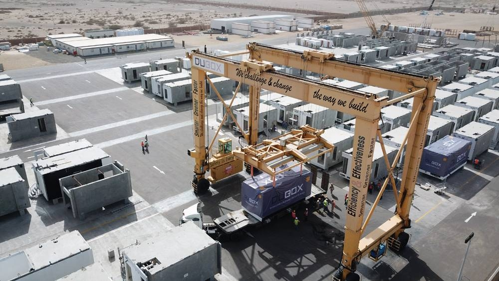 The delivery and installation of the first prefabricated units in the Coastal Village, a key element of The Red Sea Project.