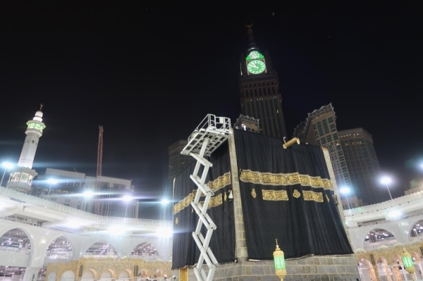 Holy Kaaba gets a new Kiswa