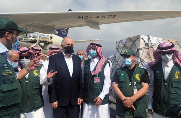 Lebanese Interior Minister Mohammed Fahmi seen with KSrelief officials while receiving the third planeload of aid from Saudi Arabia.