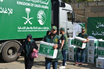 King Salman Humanitarian Aid and Relief Center workers distributing Ramadan food baskets among Palestinian refugee families in Beirut. — File photo