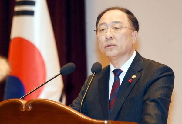 File photo of Minister of Economy and Finance Hong Nam-ki.