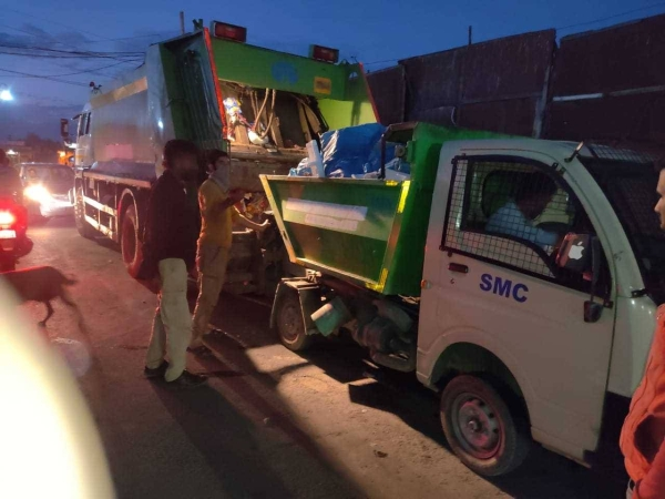 The Srinagar Municipal Corporation has started night sanitation so that solid waste does not get accumulated. Even garbage at dumps will not be allowed to accumulate. It will be cleared twice a day. — Courtesy photo