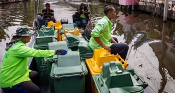 Sanitation workers collect plastic waste from the canals in Bangkok, Thailand's capital city. — courtesy UNICEF/Patrick Brown