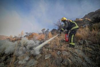 Civil Defense teams battling fire in Asir's Jabal Ghulamah