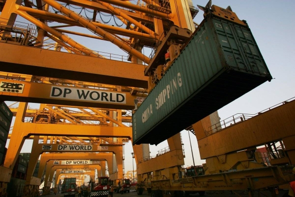 DP World Limited handled 18.3 million TEU (twenty-foot equivalent units) across its global portfolio of container terminals in Q3 2020, with gross container volumes increasing by 3.1 percent year-on-year on a reported basis and up 1.9 percent on a like-for-like basis.— WAM photo