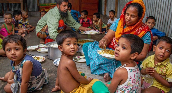 Members of the Korail Bon Bazar Community Centre in Bangladesh, have supported local families during the COVID-19 pandemic. — courtesy UN-Habitat/Kirsten Milhahn