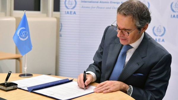 IAEA Director General Rafael Mariano Grossi signs a Memorandum of Understanding with International Energy Agency Executive Director Fatih Birol during an online event on Nov. 30, 2020. — courtesy IAEA