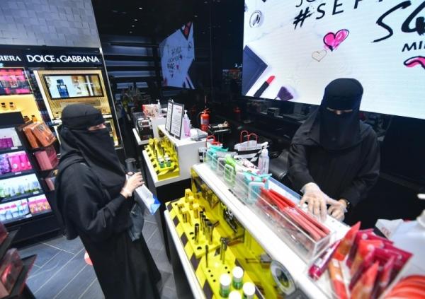Five expat women caught working in jobs restricted for Saudi women
