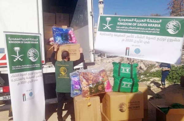 KSrelief continued distributing winter clothes to needy families of Palestinian and Syrian refugees in Jordan.