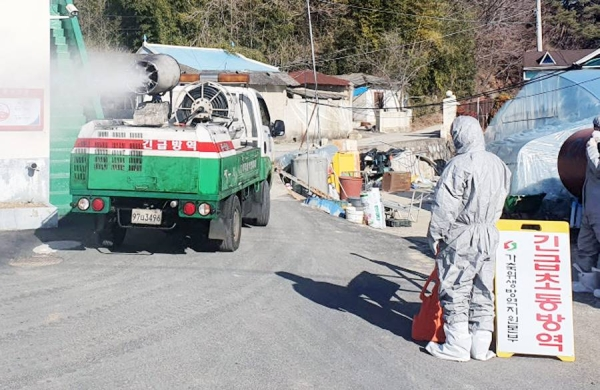 Officials disinfect the area surrounding a duck farm in Jinju, 434 kilometers south of Seoul, on Jan. 9, 2021. — courtesy Yonhap