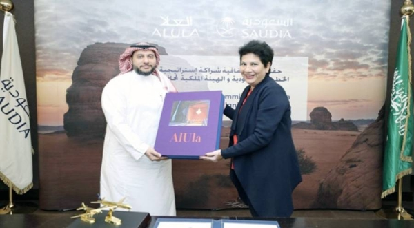 Melanie de Souza (RCU) and Hazem Sonbol (Saudia) during the signing ceremony on Tuesday.