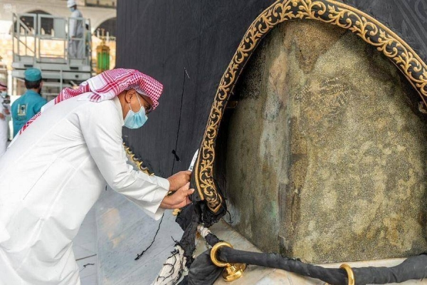 Authorities carry out regular maintenance of Holy Kaaba's Kiswa