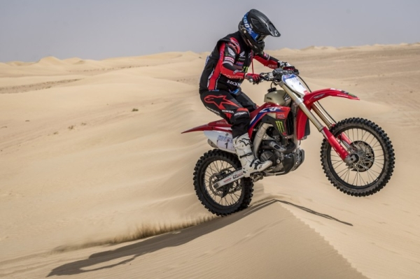 Saudi Arabia's Yazeed Al Rajhi dominated the opening leg of the Dubai International Baja with a stunning drive today while UAE-based South African rider Aaron Mare moved within reach of back-to-back bike victories as the rally entered the motorsport record books. — WAM photos