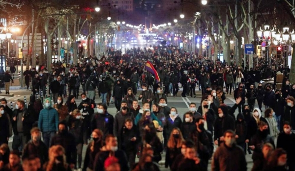 Protests in support of a jailed rapper turned violent for a sixth consecutive night in Barcelona on Sunday with clashes between police and groups of youths in the center of the Spanish city.