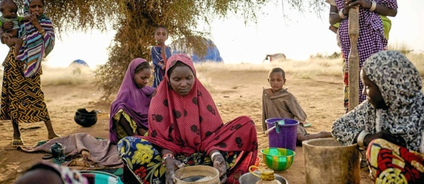 Displaced women prepare food at an informal camp in Bagoundié, Mali. — courtesy UNOCHA/Michele Cattani