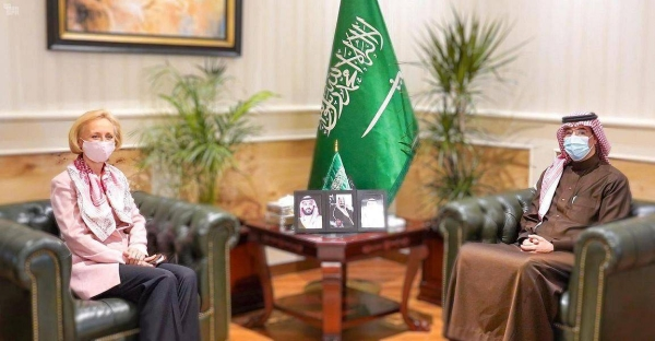 The president of the Saudi Human Rights Commission (HRC), Awwad Al-Awwad, met at his office here on Wednesday with Chargé d'Affairs of the United States Embassy in Riyadh Martina Strong.