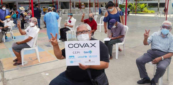 Older adults are amongst the first Peruvians to receive COVID-19 vaccines at a vaccination site in Lima, Peru. — courtesy UNICEF/Jose Vilca