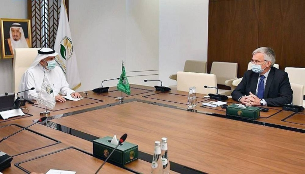 Advisor at the Royal Court and Supervisor General of King Salman Humanitarian Aid and Relief Center (KSrelief) Dr. Abdullah Bin Abdulaziz Al Rabeeah met here on Sunday with Sweden's Special Envoy for Yemen Ambassador Peter Semneby.