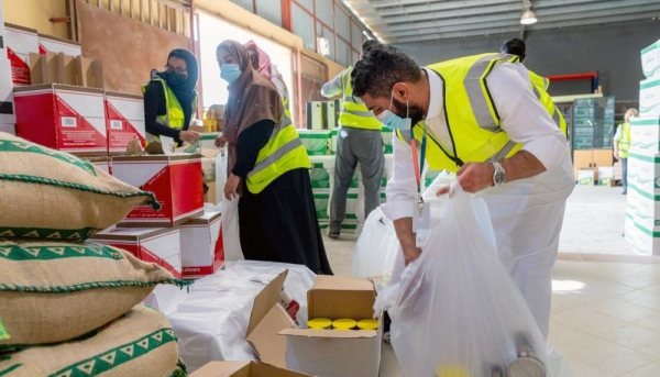 NEOM employees work with local charities to prepare food baskets for families during Ramadan.