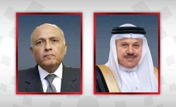 Foreign Minister Dr. Abdullatif Bin Rashid Al-Zayani, right, is seen with his Egyptian counterpart Sameh Shoukry in this file combination picture. — BNA photo