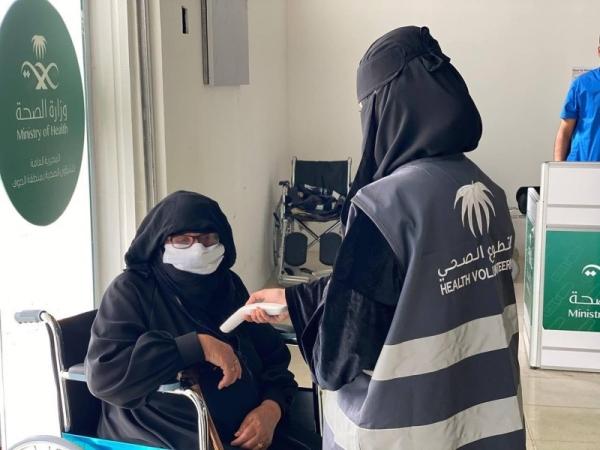 Saudi Arabia's new coronavirus infections continue to drop, slips below 1,000