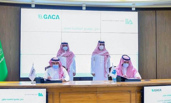 The General Court of Audit President and Chairman of the Board of Directors of the Saudi Institute of Internal Auditors Dr. Hussam Bin Abdulmohsen Al-Anqari and GACA President Abdulaziz Bin Abdullah Al-Duailej attended the signing ceremony.
