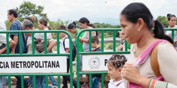 Venezuelan refugees make their way to the Colombian border town of La Guajira. — courtesy PAHO/Karen González Abril