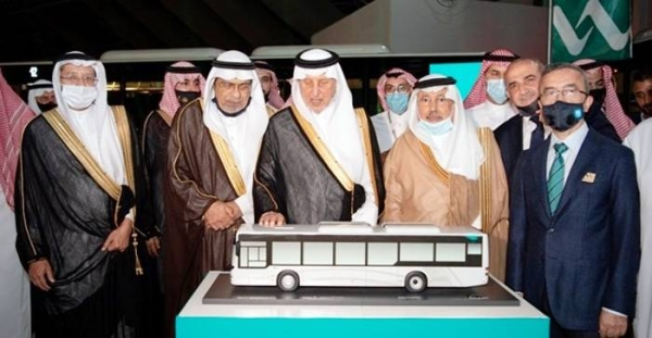 Prince Khalid Al-Faisal, advisor to the Custodian of the Two Holy Mosques, governor of Makkah Region, inaugurated, on the sidelines of the Digital Region Projects Exhibition, the prototype of public transport bus in Makkah.