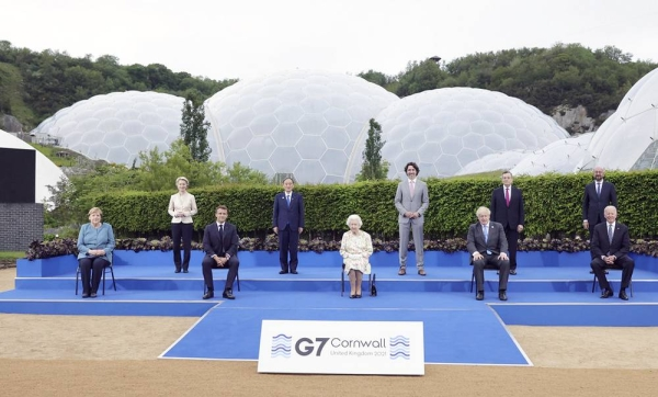 Leaders of the G7, along with Queen Elizabeth, pose for a group photo.