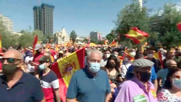 Thousands of right-wing protesters took to the streets of Madrid on Sunday against the Spanish government's plans to pardon 12 Catalan politicians who were convicted over a failed independence attempt in 2017.