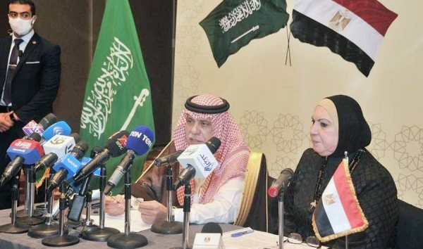Minister of Commerce and Acting Minister of Media Dr. Majid Bin Abdullah Al-Qasabi and Egyptian Minister of Trade and Industry Nevine Gamea hold a press conference at the conclusion of the 17th session of the Saudi-Egyptian Joint Committee in Cairo on Monday.