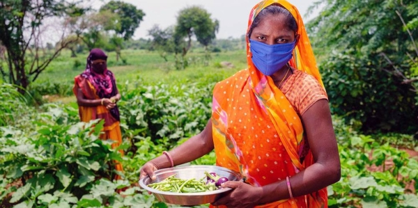 Women grow vegetables on a farm in India as part of a UNICEF-supported rural development program. —courtesy UNICEF/Vinay Panjwani