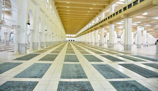 The Ministry of Islamic Affairs, Call, and Guidance has completed furnishing Arafat-valley-based Namira Mosque and Muzdalifah valley-based Al-Mishaar Al-Haram Mosque, both on the outskirts of Makkah, with more than 32,000 square meters of luxurious carpets.
