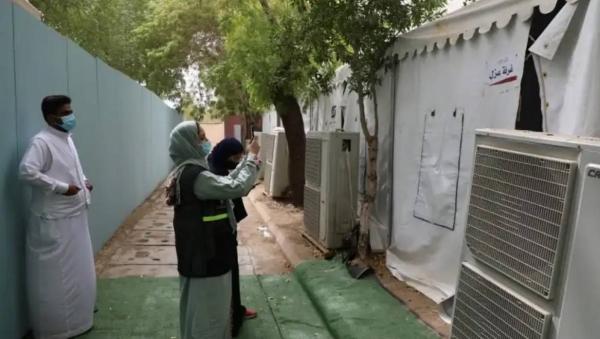 Senior Hajj officials inspect pilgrims' camps in Muzdalifah valley